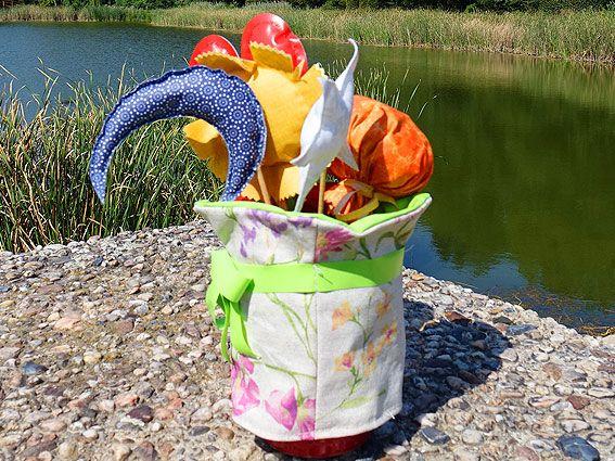 Deko-Blumentopf und Dekospieße