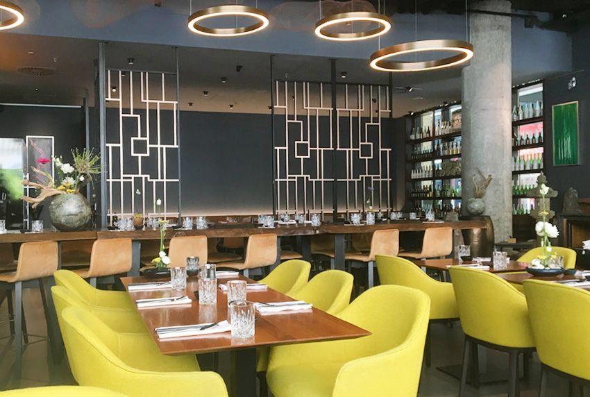 Zur Aufwertung von gastronomischen Bereichen können verschiedenste Dekoelemente aber auch hochwertige Luxus-Tischwäschen verwendet werden