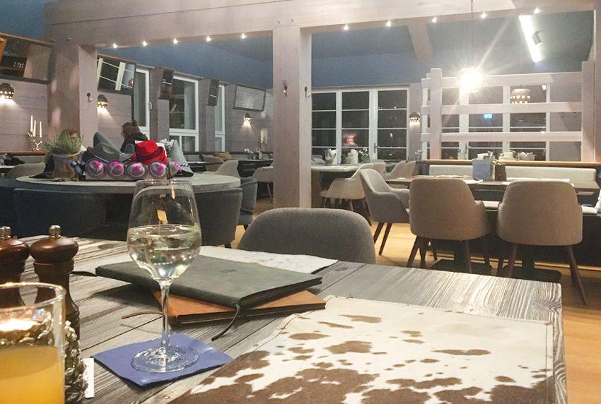 Gastronomie-Tische mit unterschiedlichen Varianten schützen - Platzsets und Tischläufer oder beschichtete Baumwoll-Tischdecken nutzen