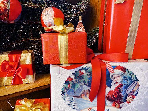 Schöne Bastelidee DIY Weihnachtskugeln und Dekoration