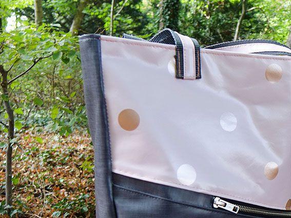 Tasche mit modischen Punkten aus robustem Wachstuch einfach selber nähen