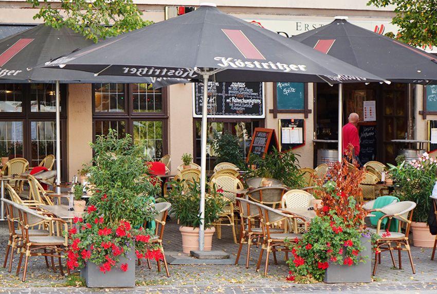 Attraktive Speisenangebote und schöne Außendekorationen sowie besondere Tischtücher machen Gastroeinrichtungen für Kunden interessanter