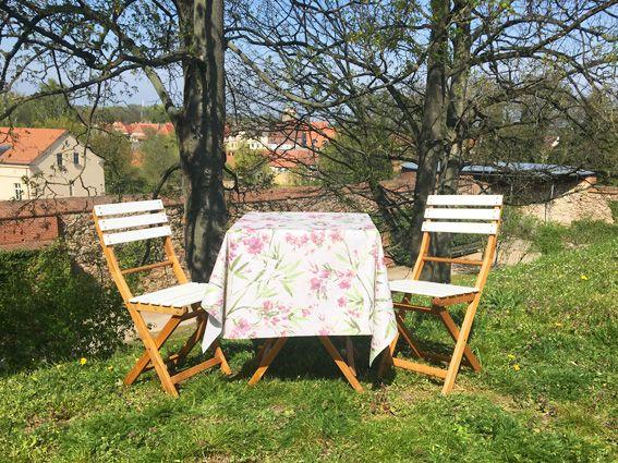 Tischdecke abwaschbar auf Tisch - Burghof