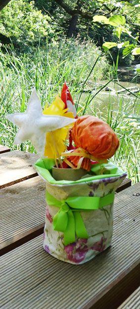 Deko-Blumentopf und Dekospieße nach Bastelanleitung