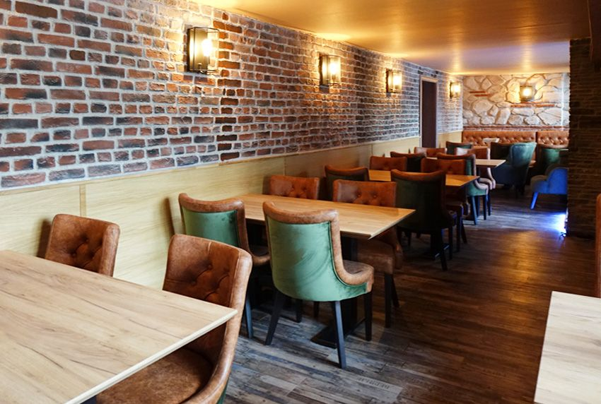 Spiel mit Licht und Schatten in der Gastronomie - Lichtverhältnisse spielen genauso wie die geeigneten Tischdecken eine wesentliche Rolle