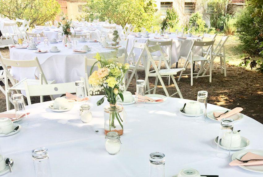 Festliche Tischwäsche im Außenbereich nutzen